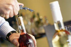 Abrir una botella de vino correctamente